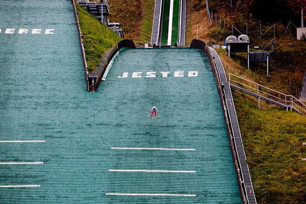 skok na lyžích skokan umělý povrch Ještěd Liberec kaskadér