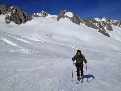 Skitouring up to a pass from Valle Blanche
