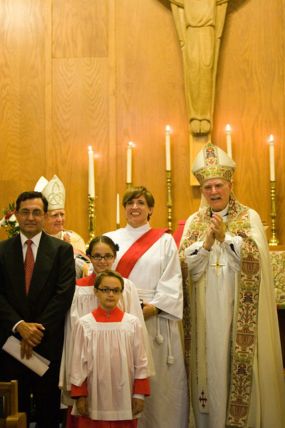 20121024-Cindy-Ruiz-Riquer-ordination-deacon-family-IMG_7274