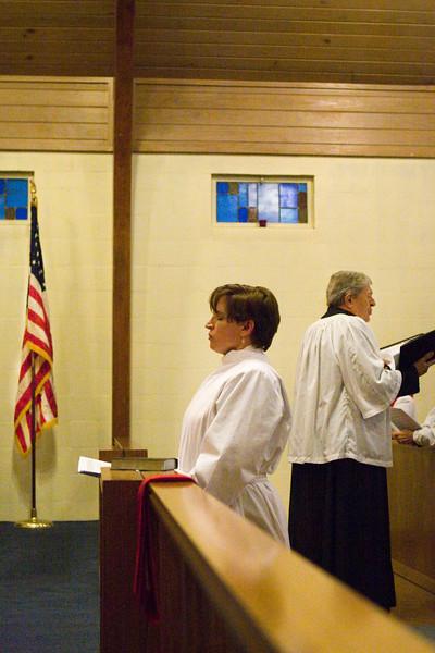 20121024-Cindy-Ruiz-Riquer-ordination-deacon-family-IMG_7605