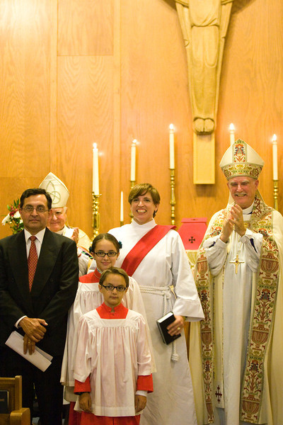 20121024-Cindy-Ruiz-Riquer-ordination-deacon-family-7271a
