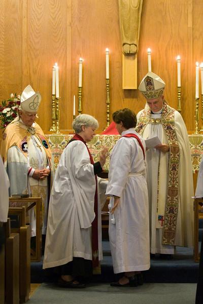 20121024-Cindy-Ruiz-Riquer-ordination-deacon-IMG_7265