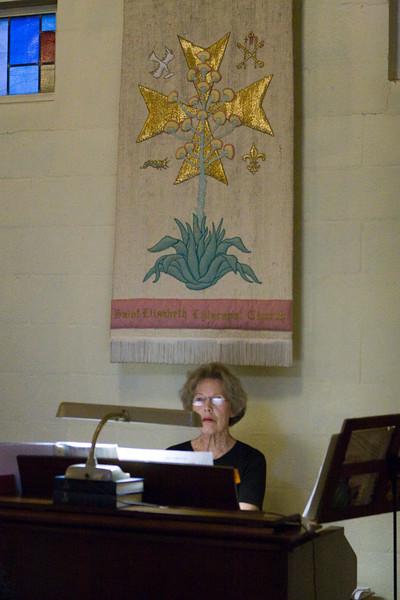 20121024-Cindy-Ruiz-Riquer-ordination-deacon-IMG_7585
