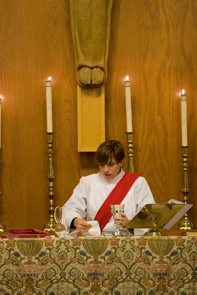 20121024-Cindy-Ruiz-Riquer-ordination-deacon-at-table_7320
