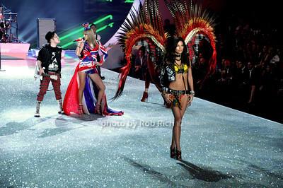 Patrick Stump, Taylor Swift ,Lily Aldridge