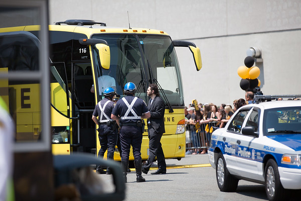 Jaromir Jagr Boards the Bus to the Airport - 2013-06-21 at 12-03-22