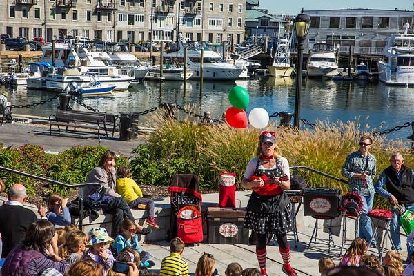 Jenny the Juggler fascinates the children