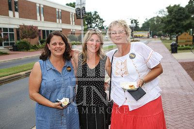 UNCP holds a Welcome Back Party at the Chancellor's Residence on Tuesday, August 13th, 2013. welcome_reception_0794.JPG