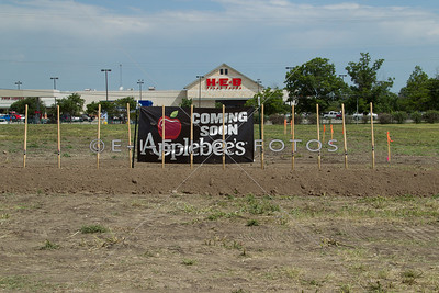 2013.06.06 Groundbreaking for Applebees in Taylor