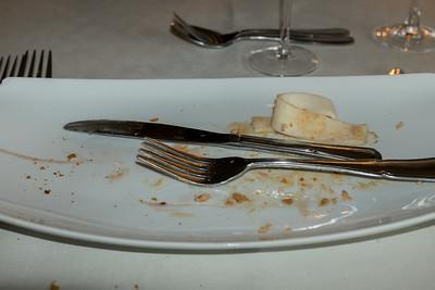 Vergeten te fotograferen... Ook het volgende gerecht... Ganzenleverterrine met rode uien-compote  en gedroogde Serranoham...  Het andere : Gebakken pieterman, risotto met groen asperges  en paprikabotersaus