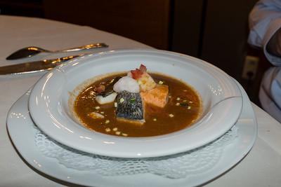 Navarin van vis en Sint-Jacobsvruchten  in schaaldierenjus