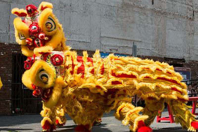 Gund Kwok Asian Women's Lion & Dragon Dance Troupe