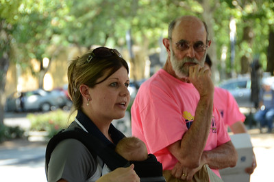 Last minute instructions from Jennifer with Time Your Race. Registration coordinator Stu Bresnick looks on.