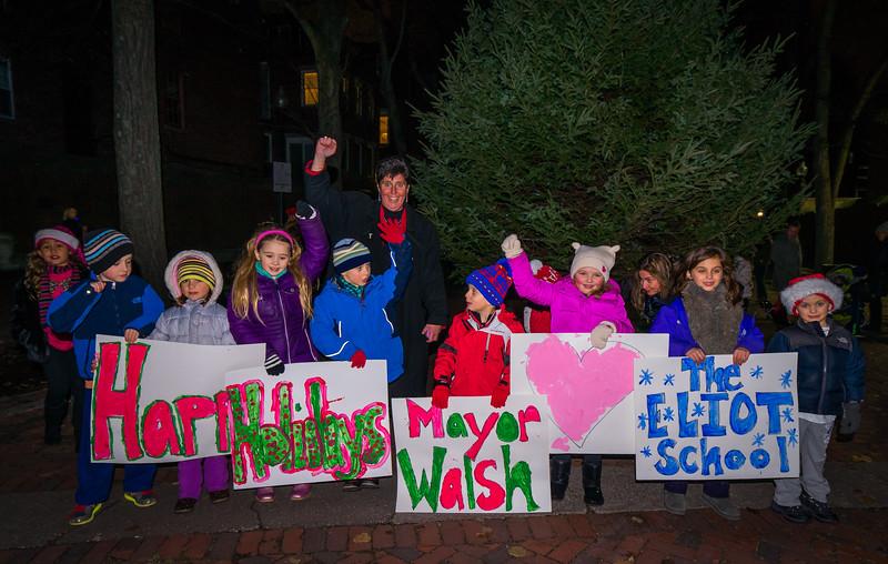 Eliot School kids ready to greet the Mayor's Trolley Tour