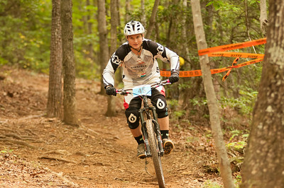 Caleb Baity on his way to the finish despite a broken chain.