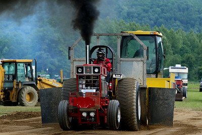 14 06 13 Twin Tier Tractor Pull-055-2