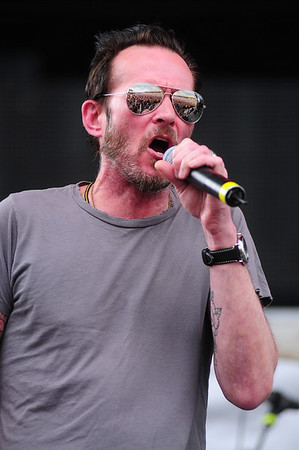 2015 Scott Weiland and The Wildabouts