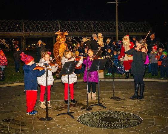 NEMPAC violinists perform at Christopher Columbus Park