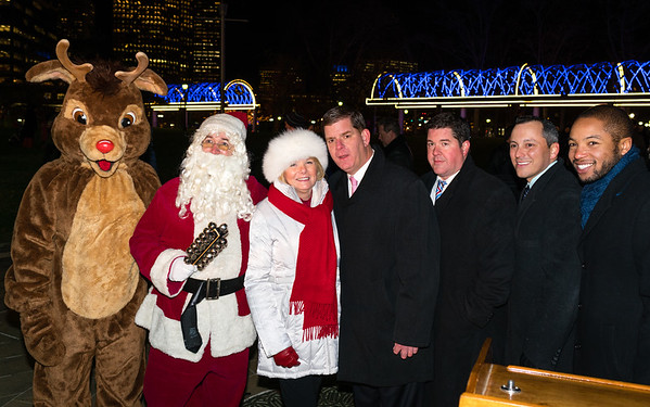 Boston Mayor Marty Walsh (center) and FOCCP President Joanne Hayes-Rines celebrate the trellis lighting, flanked to the right by Parks Commissioner Chirs Cook, State Rep. Aaron Michlewitz and Austin Blackmon. On the left, Rudolf and Santa!