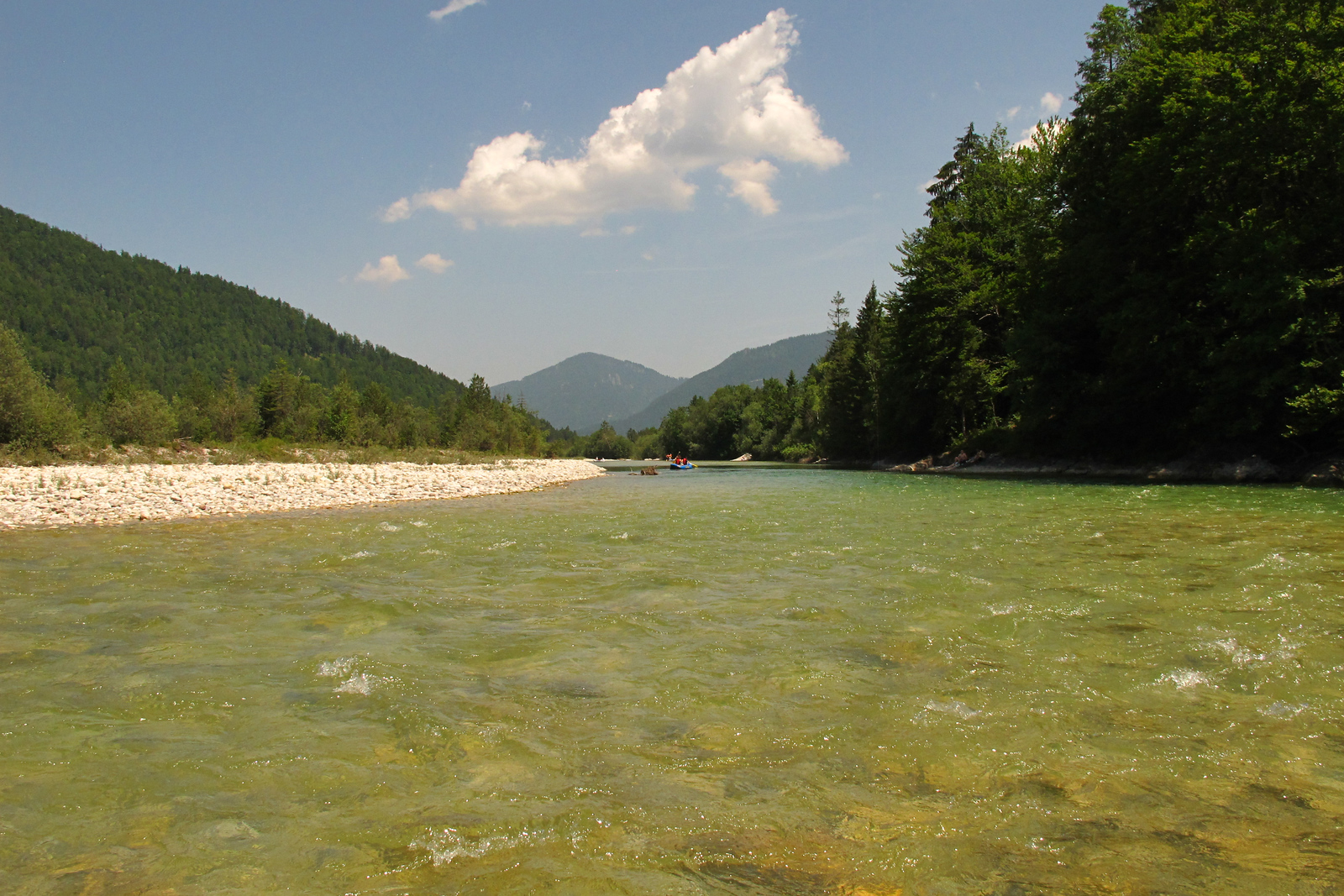 Canoeing on the Isar between Sylversteinsee and Bad Tölz