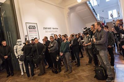 Großer Andrang an Medienvertretern bei derAusstellungseröffnung