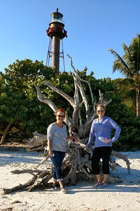 Vadis and Julie at Sanibel lighthouse
