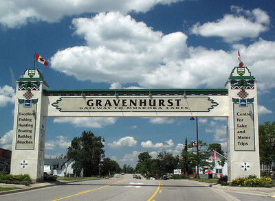 After a tow of nearly 800 miles, the gateway at Gravenhurst was a welcome sight. No problems along the way, but the state of Ohio REALLY needs to improve its roads. Especially in Toledo.
