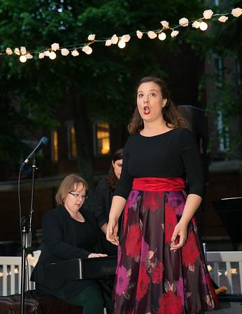 Caitlin Felsman (mezzo-soprano)