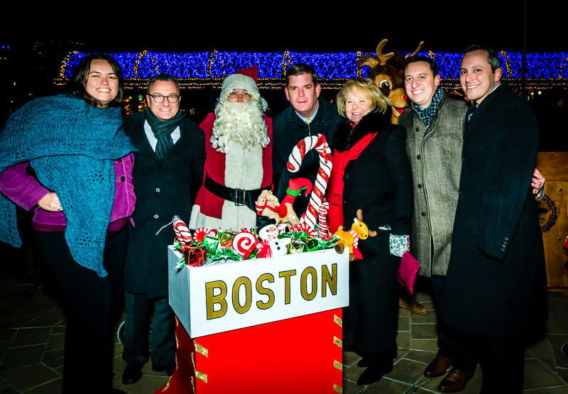 Flipping the switch on the trellis lights, (L-R) City Councilor Annissa Essaibi George, City Councilor Sal LaMattina, Santa Claus, Mayor Marty Walsh, FOCCP President Joanne Hayes-Rines, Senator Joe Boncore and Representative Aaron Michlewitz