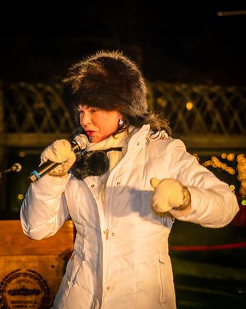 Sharon Zeffiro performs at the trellis lighting celebration