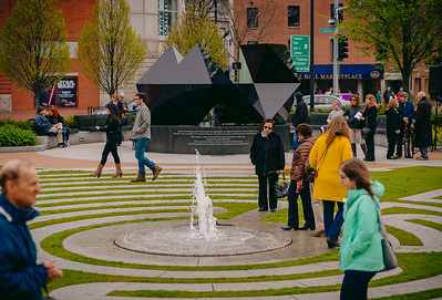 Singular fountain with walkers on the labyrinth