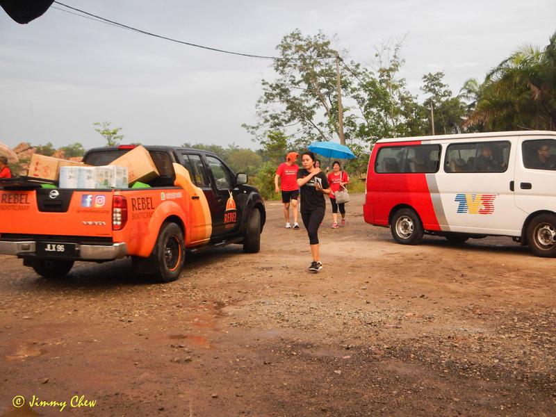 Organiser pickup Rebel Bootcamp and TV3 van.