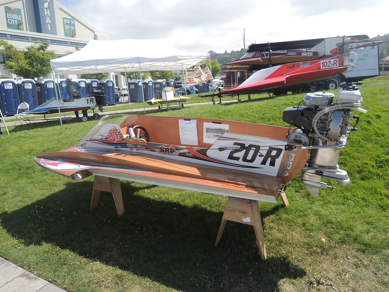 Small outboard hydroplanes