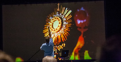 Speaker Doug Tooke gestures in front of an image of the Blessed Sacrament during the middle school track on Saturday, June 17. Photo by Thomas Spink