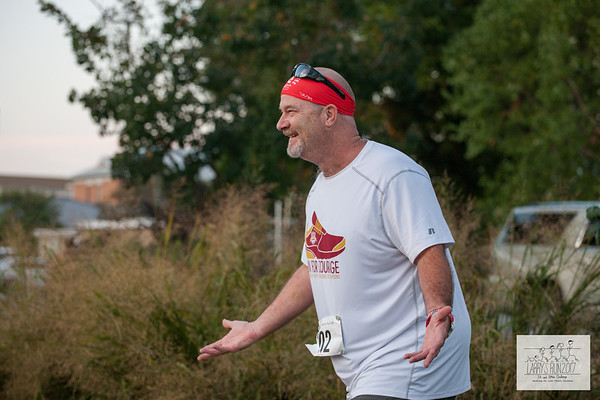 Runners came out to Lawrence Plaza on Saturday morning to take on the 5th Annual Larry's Run benefitting the Cystic Fibrosis Foundation with a beautiful but grueling 8k course with 550 feet of elevation gain and a 5k with 165 feet of elevation gain.