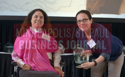 Amanda Abdo Sheahan (left) accepted her 2017 Women in Business award alongside Minneapolis/St. Paul Business Journal reporter Kathy Grayson.
