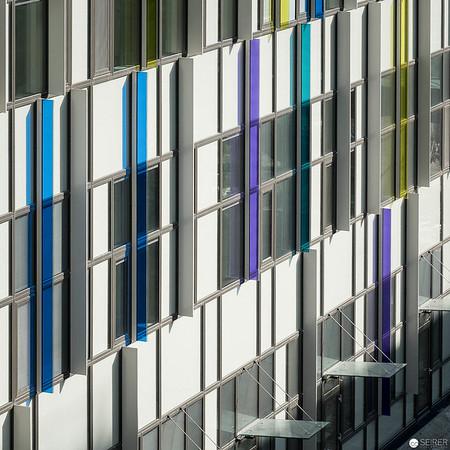 Fassade mit farblichen Akzenten