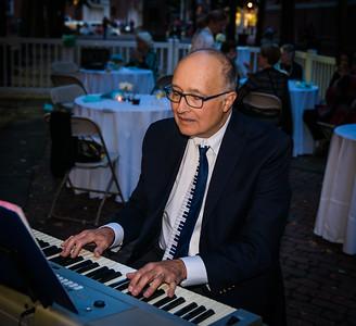 On the keyboard, Thomas Schiavoni