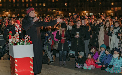 Sharon Zee performs classic holiday songs to the crowd at the Trellis lighting