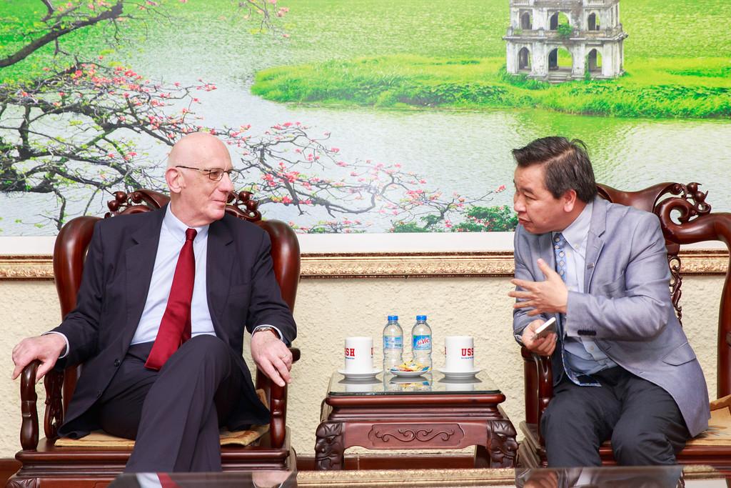 GS Phạm Quang Minh và GS Michel Zink