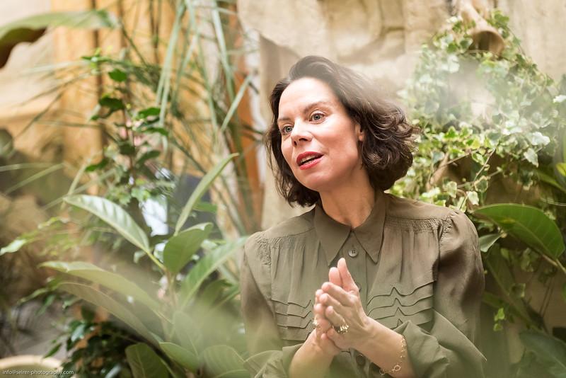 Caroline Messensee von Artcurial. Ausstellung von Einrichtungsgegenständen vom Hotel Ritz in Paris in Wiener Ausstellung.