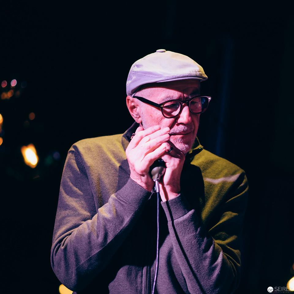 """Sunday Sounds in der Bar """"You"""" des Le Meridien. Kuratiert von Willi Resetarits aka Ostbahn Kurti. Luke Andrews on Stage."""