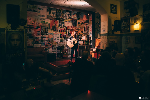 Canadian Singer-Songwriter Megan Nash performing at Clash (Vienna)