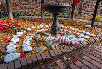 Stones recount the servicepersons who have died in U.S. wars (currently 6970).