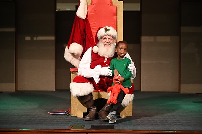 2019-12-04 Wells Fargo Santa Event0587