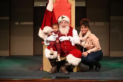 2019-12-04 Wells Fargo Santa Event0577