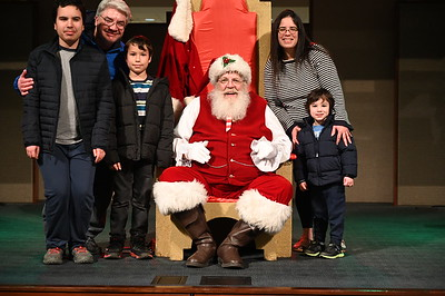 2019-12-04 Wells Fargo Santa Event0586