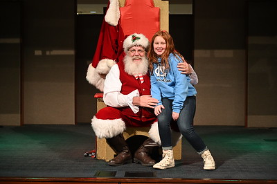 2019-12-04 Wells Fargo Santa Event0570