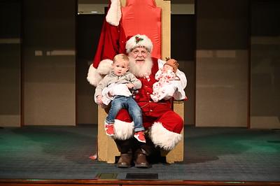 2019-12-04 Wells Fargo Santa Event0581