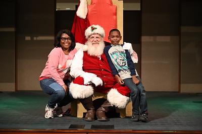 2019-12-04 Wells Fargo Santa Event0582